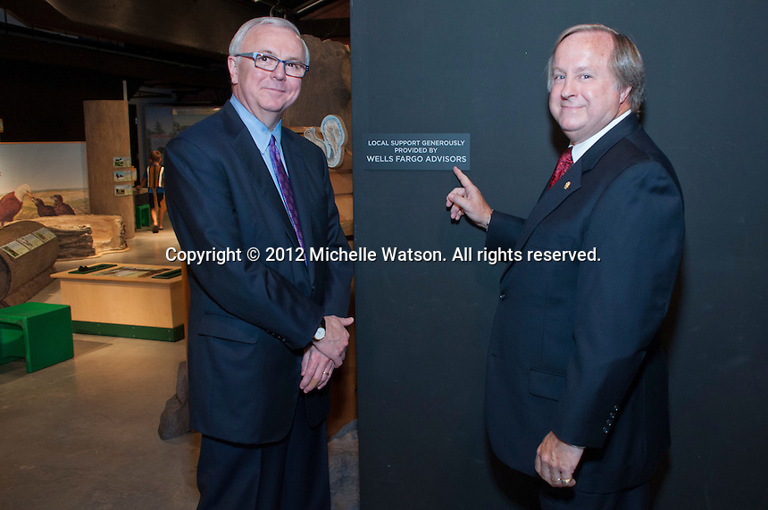 Wells Fargo Advisors presents $10,000 check to Houston Museum of Natural Science