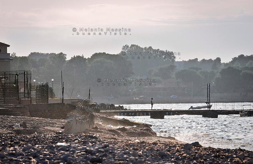 The coast of Carini ruined by pollution and abusive houses.<br /> La costa di Carini rovinata dall'inquinamento e dall'abusivismo