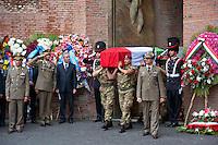 Roma 27 Luglio 2011.I funerali di stato del primo caporal maggiore  Davide Tobini del  183esimo reggimento Nembo di Pistoia, ucciso in Afghanistan nella Basilica di Santa Maria degli Angeli a Roma.
