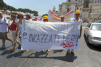Roma 16 Giugno 2009.Manifestazione dei terremotati abruzzesi davanti la Camera dei  Deputati in Piazza Montecitorio,  per protestare contro le politiche del governo per la ricostruzione dei territori colpiti dal sisma. .Demonstrators walk in the centre Rome during protest of homeless people from the L'Aquila region, which suffered a violent earthquake in April, to call the government to rebuild the city