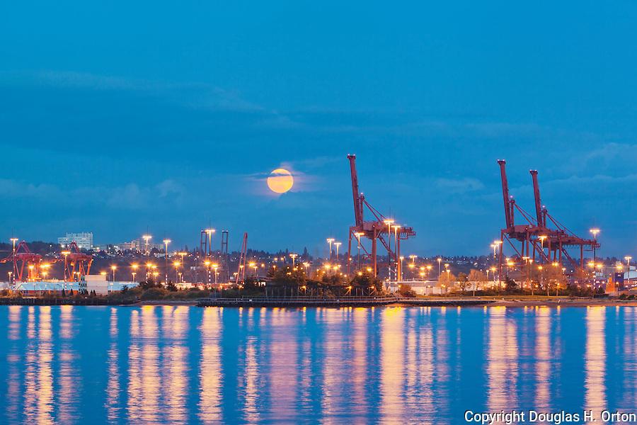 Full Moon Seattle Washington Full Moon Rises Over Seattle