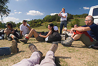 Saint Vincent-les-Forts, Lac de Serre Poncon, France, September 2007. Instructor Roland ter Harkel debriefs the students after a succesful flying day. Op Pad Magazine winner Henk Dijkink, was selected for paragliding training. Volantis is home to the paragliding school Inferno. In one week time, students learn to fly the paraglider and earn their mountain licence 1. Photo by Frits Meyst/Adventure4ever.com