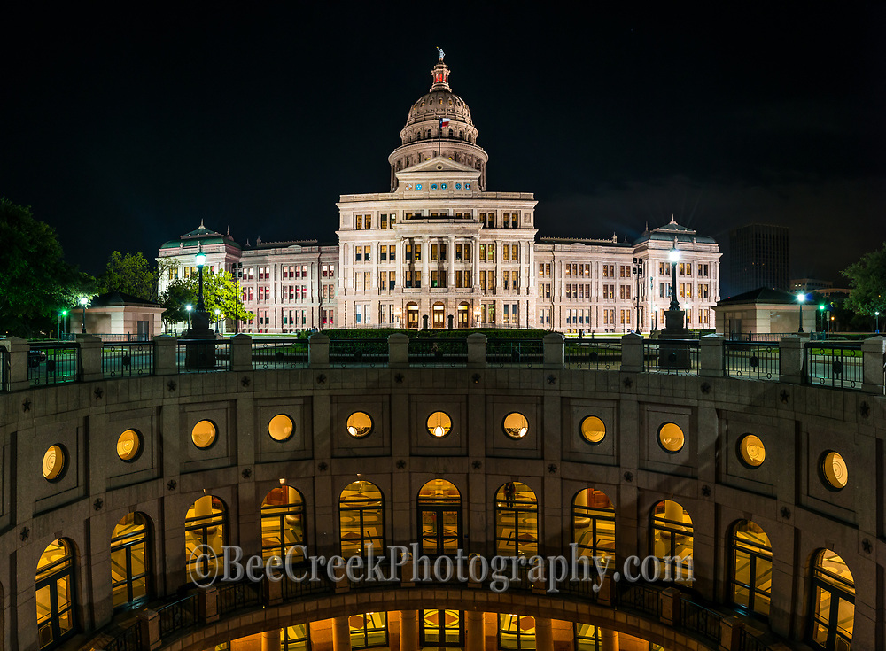 We love the view at night of the outside rotundra at the Texas State Capitol with it all lite up.  You can see the levels that are below ground from the rotundra in this panorama.