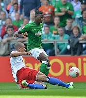 FUSSBALL   1. BUNDESLIGA   SAISON 2012/2013   2. Spieltag SV Werder Bremen - Hamburger SV                     01.09.2012         Jeffrey Bruma (li, Hamburger SV) gegen Eljero Elia (re, SV Werder Bremen)