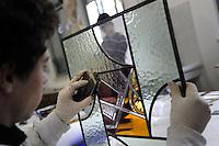 Istituto Statale d'Arte e Liceo Artistico Roma 2.Esercitazione didattica degli studenti della sezione di vetrate artistiche..State Institute of Art and Art School Roma. Tutorial teaching of students in the section of stained glass..