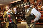 Foto: VidiPhoto<br /> <br /> ELSPEET &ndash; De Engelse wapenspecialist Patrick Hawkes van veilinghuis Bonhams in Londen bestudeert donderdag een van de vele oude en kostbare jachtwapens die bij Geweermakerij Elspeet worden aangeboden. Verzamelaars konden zich vrijblijvend laten adviseren over de mogelijke veilingresultaten. Daarbij geldt niet alleen hoe ouder hoe kostbaarder, maar vooral ook hoeveel exemplaren er van een type wapen nog te vinden zijn en of de vorige eigenaar een historische bekendheid is. Alleen gebruiksklare en goed onderhouden wapens &ldquo;met een verhaal&rdquo; stijgen in waarde. Volgens eigenaar Evert van Rhee (r) van de Elspeetse geweermakerij neemt het aantal verzamelaars in ons land door de strenge regelgeving af. In Engeland en de VS is de situatie anders. Daar is veel belangstelling voor historische wapens. Vuurwapens die in Nederland bij een opruiming of verhuizing worden gevonden zijn in principe illegaal en moeten vernietigd worden.