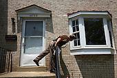 Deputy Rick Booth from Manassas Sheriff Office is looking inside a foreclosed house, during eviction process...He found the house empty, but with changed locks.This area has been badly hit by crisis in property market. Lots of houses are foreclosed or abandoned. Value of many properties here has dropped by half within one year.  Woodbridge, Northern Virginia, USA June 2008<br /> (Photo by Piotr Malecki / Napo Images)<br /> <br /> Zastepca szeryfa Rick Booth sprawdza opuszczony dom.<br /> Polnocna Wirginia, a szczegolnie Prince William County jest jednym z najmocniej dotknietych kryzysem nieruchomosci miejscem w Stanach Zjednoczonych. Setki tysiecy domow sa opuszczane przez wlascicieli bez widokow ani na ich sprzedaz ani na splate zaciagnietego kredytu. Woodbridge, Wirginia, USA Czerwiec 2008<br /> (Fot: Piotr Malecki / Napo Images)