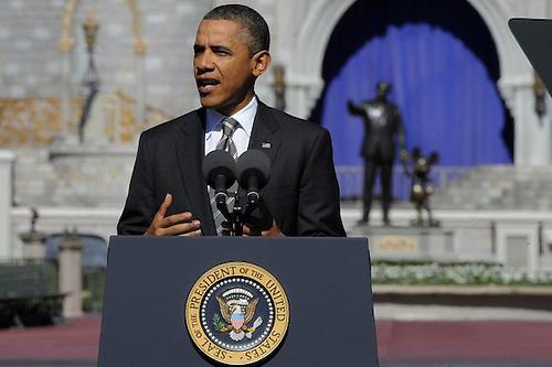 Barack Obama destinará 800, 000 millones de dólares para la creación de empleos