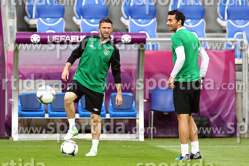 09.06.2012, Stadion Miejski, Poznan, POL, UEFA EURO 2012, Irland, Training, im Bild ROBBIE KEANE (L) STEPHEN KELLY (P) // during the during EURO 2012 Trainingssession of Ireland Nationalteam, at the stadium Miejski, Poznan, Poland on 2012/06/09. EXPA Pictures © 2012, PhotoCredit: EXPA/ Newspix/ Jakub Piasecki..***** ATTENTION - for AUT, SLO, CRO, SRB, SUI and SWE only *****