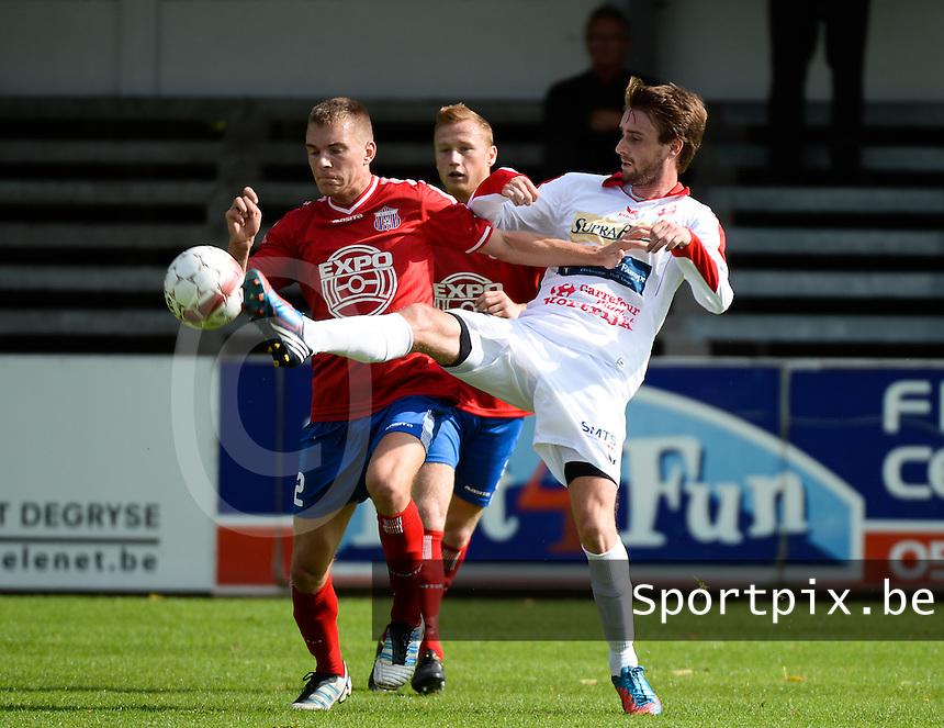 FC Gullegem - Londerzeel SK : duel tussen Arne Verhoeven (links) en Yoeri Flederick (r) <br /> foto VDB / BART VANDENBROUCKE