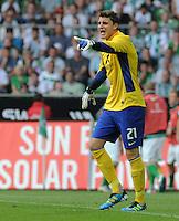 FUSSBALL   1. BUNDESLIGA   SAISON 2011/2012   TESTSPIEL SV Werder Bremen - FC Everton                 02.08.2011 Torwart Sebastian MIELITZ (SV Werder Bremen) Einzelaktion am Ball