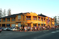 The que to get into the Cottesloe Beach Hotel on one of the busiest summer Sundays ever.