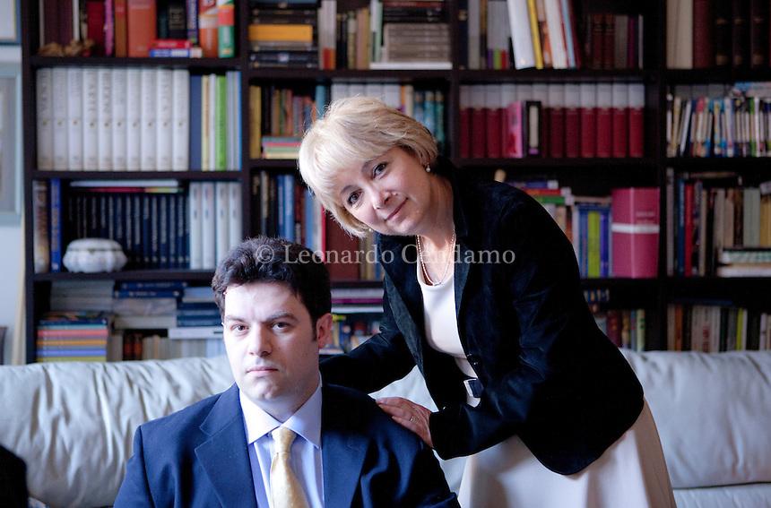 Amneris Magella è nata a Milano nel 1958. E' medico legale. Gli ultimi libri. Ombre sul lago, publishing Guanda. Giovanni Cocco, e Amneris Magella sono marito e moglie, vivono sul lago di Como.Sabato 15 giugno 2013. © Leonardo Cendamo