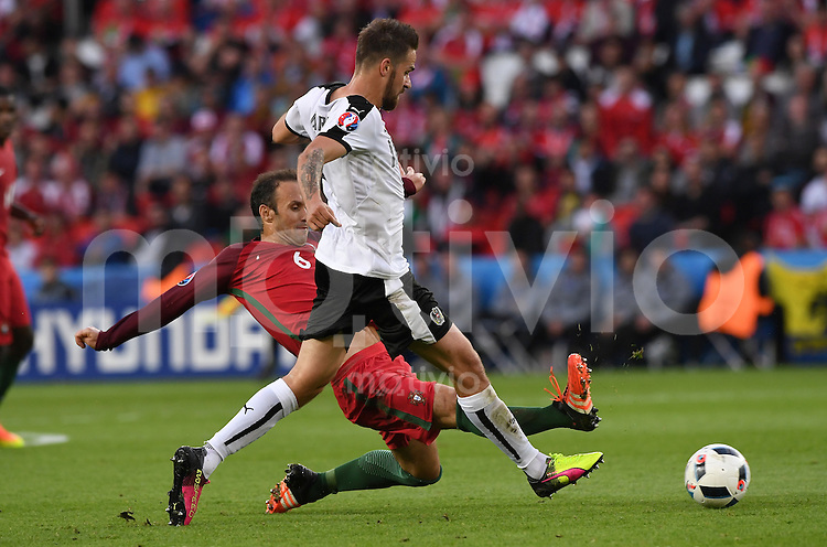 FUSSBALL EURO 2016 GRUPPE F IN PARIS Portugal - Oesterreich      18.06.2016 Ricardo Carvalho (li, Portugal) gegen Martin Harnik  (re, Oesterreich)