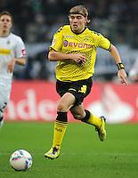 FUSSBALL   1. BUNDESLIGA   SAISON 2011/2012    15. SPIELTAG Borussia Moenchengladbach - Borussia Dortmund        03.12.2011 Marcel Schmelzer (Borussia Dortmund) Einzelaktion am Ball