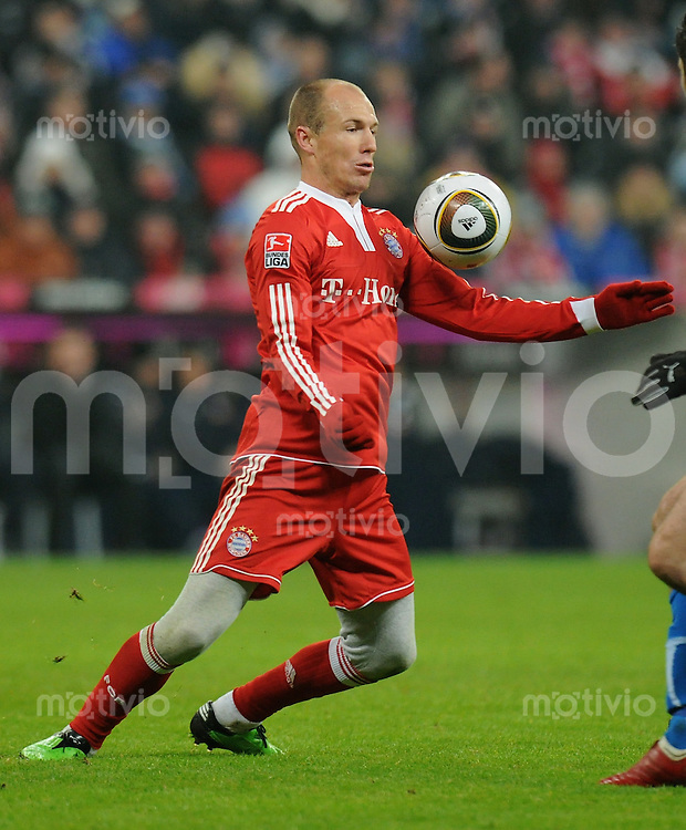 Fussball 1. Bundesliga   Saison   2009/2010  18. Spieltag  15.01.2010 FC Bayern Muenchen  - 1899 Hoffenheim Arjen Robben (FCB) am Ball