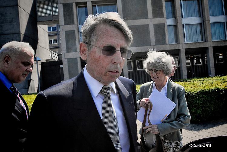Nederland,Arnhem,24-05-2012 John en Tineke Deuss verlaten met hun advocaat de rechtbank na afloop van het vonnis.  FOTO: Gerard Til / Hollandse Hoogte