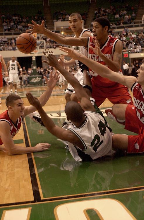 15102Basketball vs. Wisconsin 12/2001