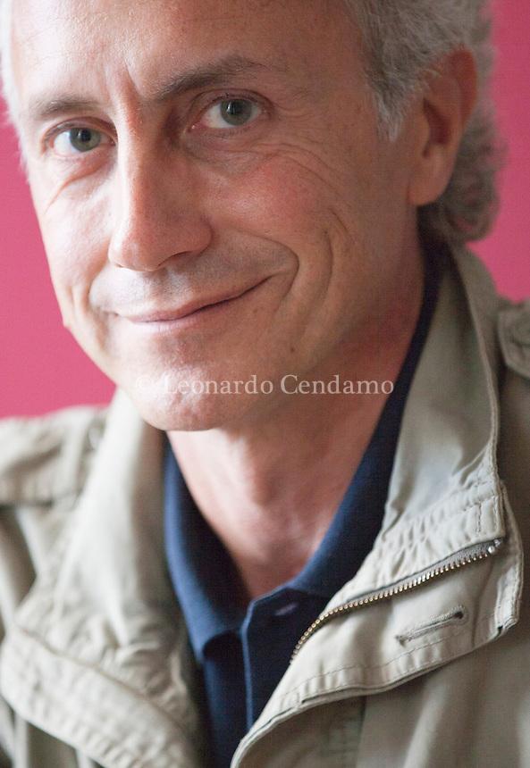 Marco Travaglio è un giornalista, scrittore e saggista italiano, direttore de il Fatto Quotidiano. Le sue principali aree di interesse sono la cronaca giudiziaria e l'attualità politica. Camogli (Genova), settembre 2015. © Leonardo Cendamo