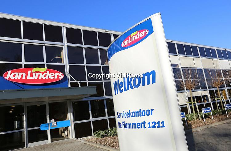 Foto: VidiPhoto<br /> <br /> NIEUW BERGEN - Het hoofdkantoor van Jan Linders in Nieuw Bergen in Zuid-Limburg.