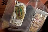 US Arizona Tucson Pima County Medical examiner Oggetti appartenuti a clandestini morti nel tentativo di espatriare illegalmente Objects belonging to illegal immigrants died trying to illegally emigrate