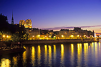 A warm spring evening sends hundreds of Parisians and tourists enjoy the views from île de la Cité. Paris, May 2011