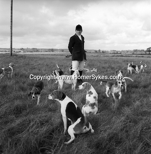 The Dummer Beagles. Steven Duckmanton, huntsman, and the only full time member of staff. The Dummer traditionally hunt a bitch-only pack, as they are considered faster and more biddable. Manor Farm, Upper Slaughter, Gloucestershire..Hunting with Hounds / Mansion Editions (isbn 0-9542233-1-4)