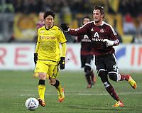 FUSSBALL   1. BUNDESLIGA  SAISON 2011/2012   20. Spieltag 1. FC Nuernberg - Borussia Dortmund         03.02.2012 Shinji Kagawa (li, Borussia Dortmund) gegen Tomas Pekhart (1 FC Nuernberg)