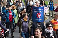 UNGARN, 22.04.2017, Budapest - V. Bezirk. Die Spasspartei MKKP, &quot;Partei der doppelschwaenzigen Hunde&quot;, ruft zum Satire-Protest gegen die von der Fidesz-Regierung betriebene Putinisierung Ungarns. Es wird eine unerwartete Grossdemonstration mit tausenden Teilnehmern. &quot;Lasst uns Bruessel stoppen!&quot;, die aktuelle Anti-EU-Kampagne der Regierung. | The MKKP funparty &quot;Two-tailed dog party&quot; calls for satiric protest against the Fidesz government's putinization of Hungary. The event turns into a large demonstration with thousands of participants. -&quot;Let's stop Brussels!&quot; , the government's current anti-EU campaign.<br /> &copy; Martin Fejer/EST&amp;OST