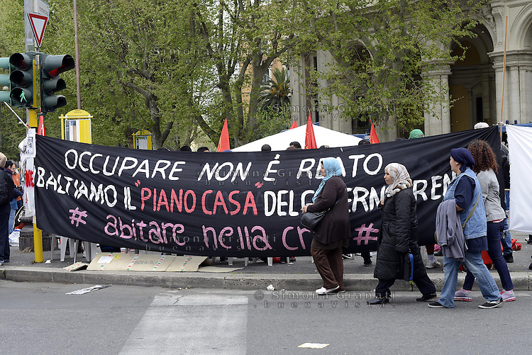 Roma, 12 Aprile  2014<br /> Manifestazione Nazionale dei Movimenti per la Casa contro il piano casa e il Jobs Act del Governo Renzi. <br /> Rome, 12 April 2014<br /> National demonstration of the  movements for housing rights, against the House Plan and the Jobs Act of the  Renzi Government