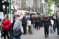Commuters in New York contend with crowded buses, traffic and long lines on their trip home on Wednesday, October 31, 2012. The New York subway system is still not operating but the Metropolitan Transit Authority has buses up and running and is not collecting fares. The subway will begin operating with limited service tomorrow. (© Richard B. Levine)