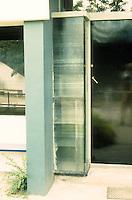 Gerrit Rietveld: Schroder House, Utrecht 1924. Entrance. Photo '87.