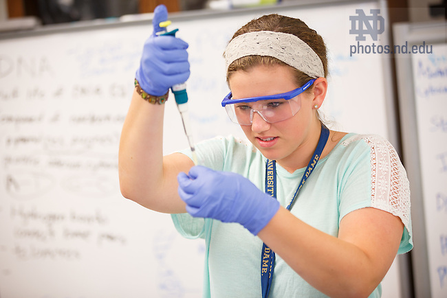 Jul. 3, 2015; Pre-College program visit Life Science Lab in Jordan Hall of Science (Photo by Peter Ringenberg/University of Notre Dame)