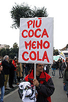 Roma 11 Marzo 2006.Strett Parade nazionale, organizzata dal movimento antiproibizionista, per chiedere l'abrogazione della legge Fini-Giovanardi, sulle droghe..Rome March 11, 2006.National Strett Parade,organized by the prohibitionist movement,to demand the repeal of the law Fini-Giovanardi, on the drugs..the banner reads: more coca (cocaine), less cola (coca cola)