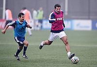Fussball International 29.02.2016 FIFA Praesident Gianni Infantino (Schweiz) erster Tag im Home of Fifa Freundschaftsspiel FIFA Mitarbeiter und Ex Fussballer Luis Figo (re, Portugal) am Ball