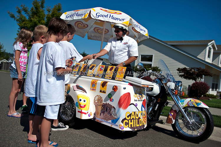 7/21/2009--TACOMA, WA, USA..Chris and Connie Algeo, franchisees for a company called Cool Cycles Ice Cream in Tacoma, WASH...©2009 STUART ISETT. ALL RIGHTS RESERVED.