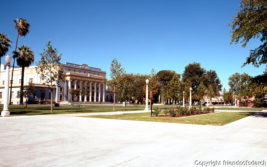Hanford CA.: Hanford Courthouse Square, looking northeast from Irwin St. entrance.