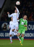 FUSSBALL   1. BUNDESLIGA  SAISON 2012/2013   3. Spieltag FC Augsburg - VfL Wolfsburg           14.09.2012 Daniel Baier (li, FC Augsburg) gegen Thomas Kahlenberg (VfL Wolfsburg)
