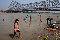 Generic photos of the washing and bathing ghats beneath the Howrah Bridge, Calcutta for story on international boxing referee.Razia Shabnam, Calcutta, West Bengal, India. Razia Shabnam, 28, was one of the first women boxers in Kolkata. She was also the first woman in her community to go to college. She is now a coach and one of only three international female boxing referees in India.  Photo by Suzanne Lee for Panos London