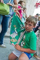 """Siena 02/07/2013: Palio di Siena. Il palio del mese di Luglio è dedicato alla festa di Santa Maria di Provenzano. In ogni Palio prendono parte massimo 10 delle 17 contrade presenti nella città. La scelta viene estratta a sorte. La contrada dell'Oca si è aggiudicato il Palio con il cavallo """"Guess"""" guidato dal fantino Giovanni Atzeni conosciuto come """"Tittia"""". Nella foto un ragazzo della contrda dell'Oca mostra la propria bandiera   Foto Adamo Di Loreto/BuenaVista*photo"""