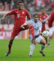 FUSSBALL   1. BUNDESLIGA  SAISON 2011/2012   23. Spieltag  26.02.2012 FC Bayern Muenchen - FC Schalke 04        Luiz Gustavo (li, FC Bayern Muenchen) gegen Raul (FC Schalke 04)