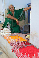 Women selling powdered Color for the Temple in Pushkar