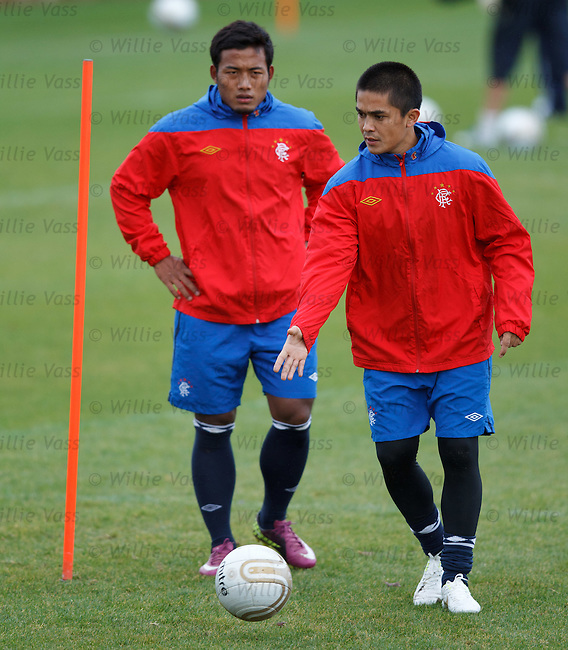 Mote triallists arrive at Murray Park - Sunil Chhetri at training with Jeje Lalpekhlua from India