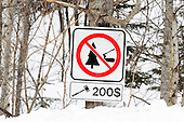sign warning for a $200  fine for cutting down trees on property, Quebec
