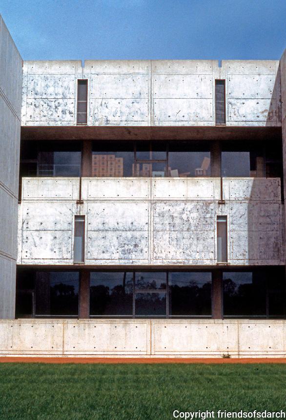 Louis I. Kahn: Salk Institute, La Jolla 1965. Southern Elevation. Photo 2004.