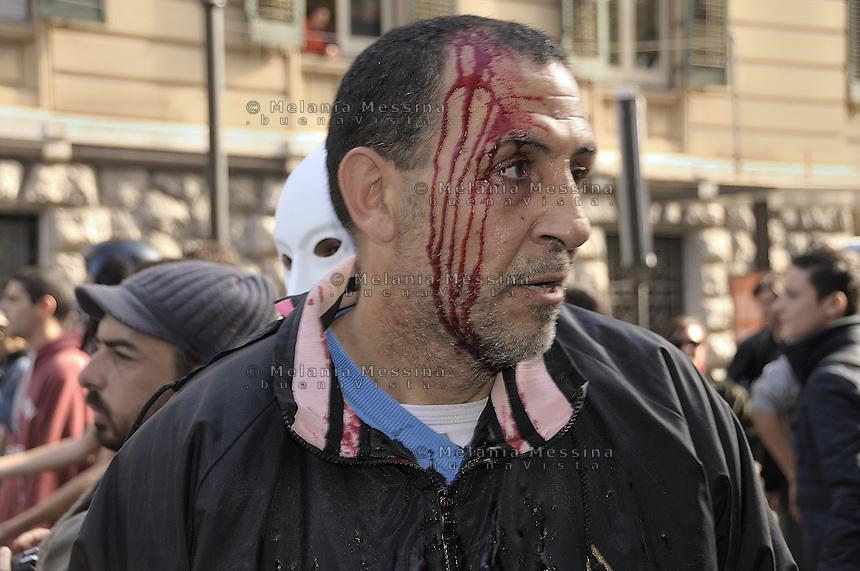 Palermo, an unemployed man wounded  during the clashes between students and police.<br /> Palermo, un disoccupato ferito con una manganellata durante gli scontri con la polizia.