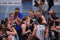 VOLLEYBAL: SNEEK: Sneker Sporthal, DELA League Play-Off Finale, 4e wedstrijd, 01-04-2012, VC Sneek DS1 - Sliedrecht Sport DS1, eindstand 1-3, vreugde bij de speelsters van Sliedrecht Sport na het winnen van de landstitel, ©foto Martin de Jong