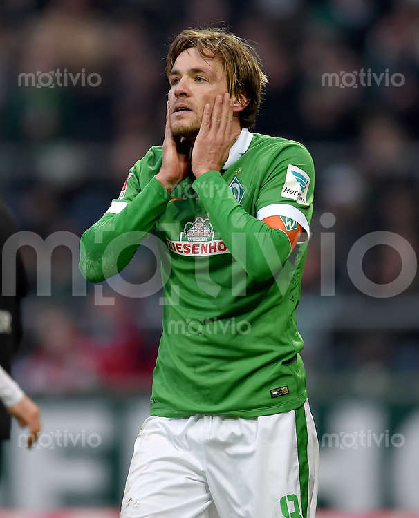 FUSSBALL   1. BUNDESLIGA   SAISON 2014/2015   15. SPIELTAG SV Werder Bremen - Hannover 96                         13.12.2014 Clemens Fritz (SV Werder Bremen)