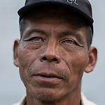 24 noviembre 2014. <br /> Miguel Caal Alcalde de chiguarr&oacute;n, Cob&aacute;n Guatemala. Es uno de los activista contra el proyecto de construcci&oacute;n de una hidroel&eacute;ctrica de la empresa Renace construida por el grupo Cobra.<br /> La llegada de algunas compa&ntilde;&iacute;as extranjeras a Am&eacute;rica Latina ha provocado abusos a los derechos de las poblaciones ind&iacute;genas y represi&oacute;n a su defensa del medio ambiente. En Santa Cruz de Barillas, Guatemala, el proyecto de la hidroel&eacute;ctrica espa&ntilde;ola Ecoener ha desatado cr&iacute;menes, violentos disturbios, la declaraci&oacute;n del estado de sitio por parte del ej&eacute;rcito y la encarcelaci&oacute;n de una decena de activistas contrarios a los planes de la empresa. Un grupo de ind&iacute;genas mayas, en su mayor&iacute;a mujeres, mantiene cortado un camino y ha instalado un campamento de resistencia para que las m&aacute;quinas de la empresa no puedan entrar a trabajar. La persecuci&oacute;n ha provocado adem&aacute;s que algunos ecologistas, con &oacute;rdenes de busca y captura, hayan tenido que esconderse durante meses en la selva guatemalteca.<br /> <br /> En Cob&aacute;n, tambi&eacute;n en Guatemala, la hidroel&eacute;ctrica Renace se ha instalado con amenazas a la poblaci&oacute;n y falsas promesas de desarrollo para la zona. Como en Santa Cruz de Barillas, el proyecto ha dividido y provocado enfrentamientos entre la poblaci&oacute;n. La empresa ha cortado el acceso al r&iacute;o para miles de personas y no ha respetado la estrecha relaci&oacute;n de los ind&iacute;genas mayas con la naturaleza. &copy;Calamar2/ Pedro ARMESTRE<br /> <br /> The arrival of some foreign companies to Latin America has provoked abuses of the rights of indigenous peoples and repression of their defense of the environment. In Santa Cruz de Barillas, Guatemala, the project of the Spanish hydroelectric Ecoener has caused murders, violent riots, the declaration of a state of siege by the army an