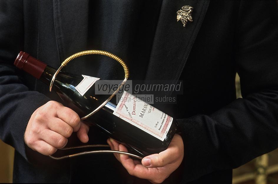 Viticulture Générale/Sommelier: Présentation d'une bouteille
